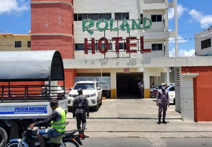 Policía Nacional SDE y Ministerio Público apresan 20 parejas en un hotel por violar medidas Covid-19