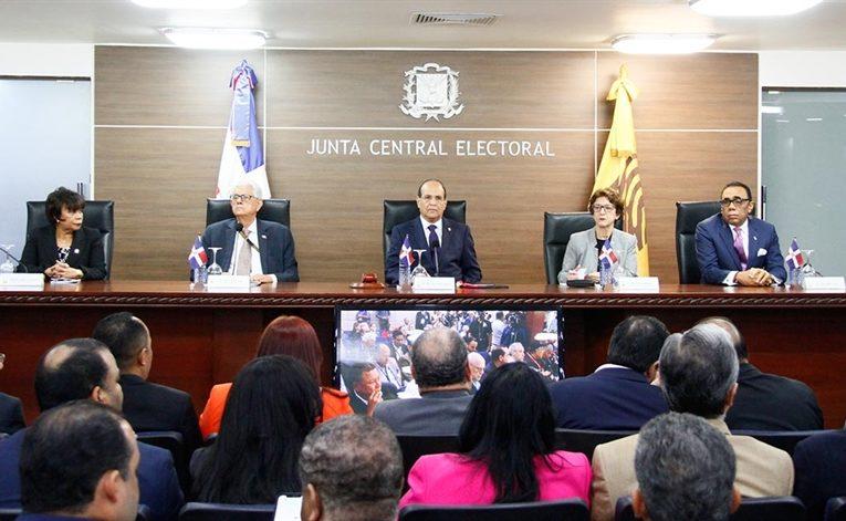 JCE descarta irregularidad en 136 casos denunciados como excluidos en padrón del exterior