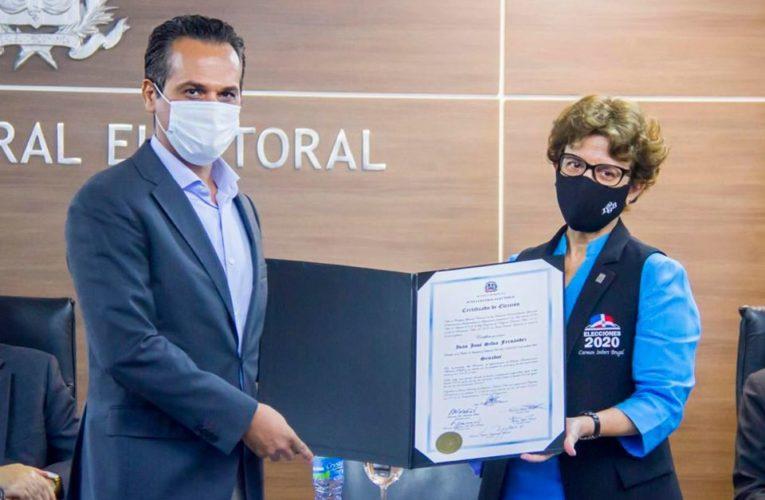 """Iván Silva: """"Recibo con humildad el certificado como senador por La Romana"""""""