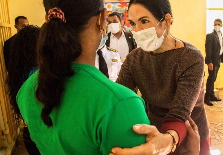 Primera dama visita Najayo Mujeres en solidaridad con las internas en víspera de Nochebuena