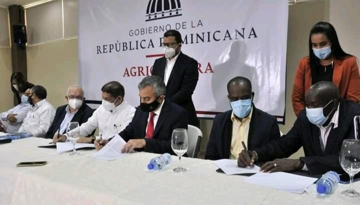 Agricultura, comerciantes, productores y el Inespre firman acuerdo para garantizar seguridad alimentaria