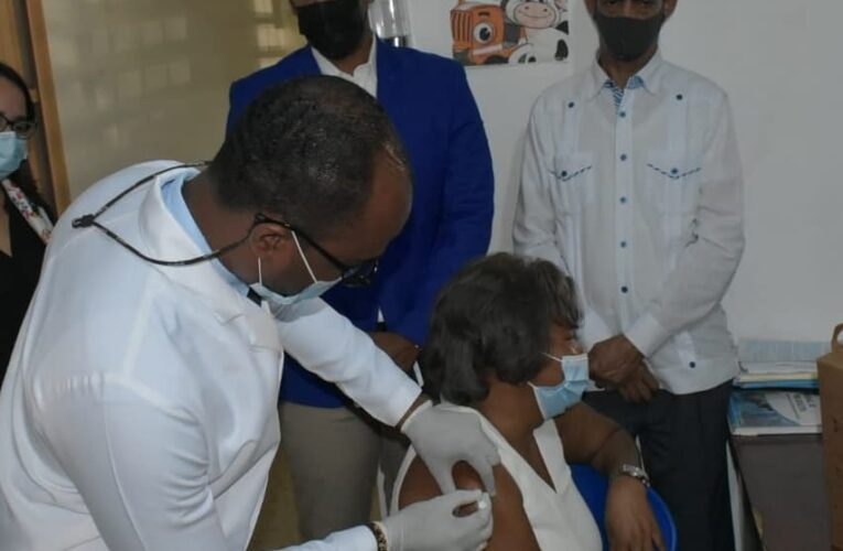 Área III de Salud Pública da inicio campaña vacunación Covid-19 dirigida a envejecientes