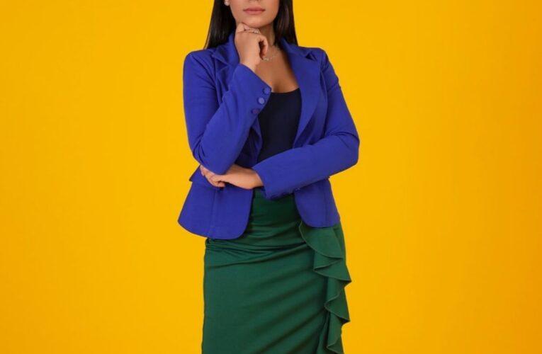 Laura Guzmán llega a nueva planta televisor con su programa «Frontal»