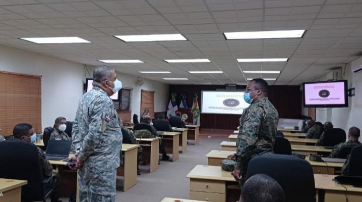 Estudiantes de Egemerd reciben Capacitación sobre el C5i de las Fuerzas Armadas