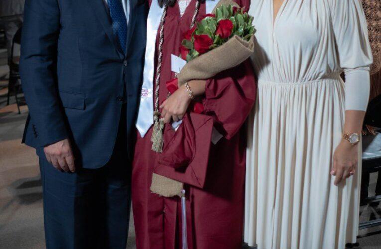 Leonel y Margarita juntos en la graduación de su hija Yolanda