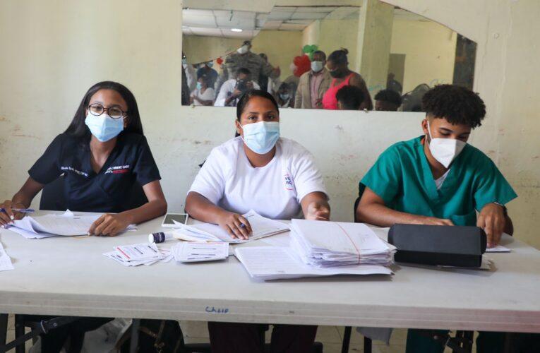 Presidente Abinader destaca afluencia de personas a vacunarse