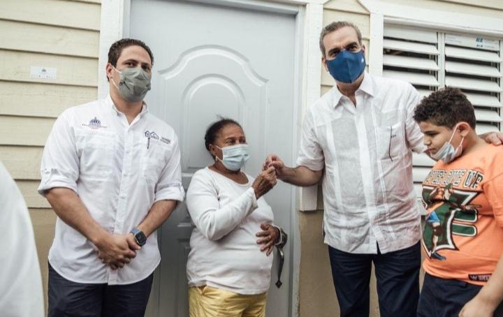 Presidente Luis Abinader y director del INVI continúan implementado el plan Dominicana se Reconstruye, en Constanza