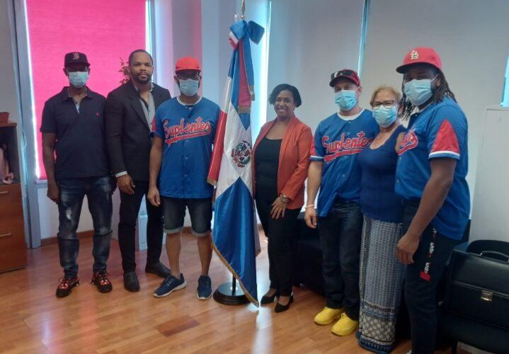 «Equipo Suplentes» otorga reconocimiento a Cónsul Katia Castillo