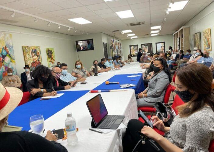 Comisionado Dominicano de Cultura en USA capacita personal Primera Feria Cultural y XII del Libro en NYC