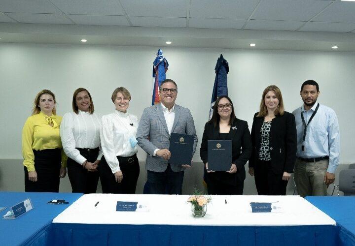 Autoridad Portuaria y Adoexpo firman acuerdo de colaboración para eficientizar sector exportador en los puertos